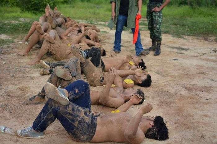 Унизительное посвящение тайских первокурсников