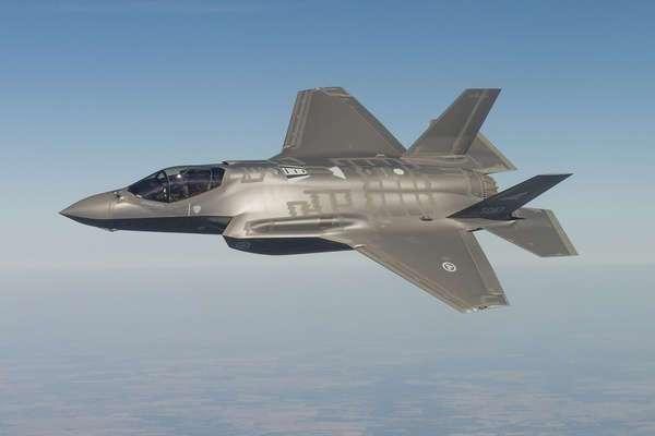 F-35 - Все операторы заняты. Чтобы немного побомбить оставайтесь на линии.