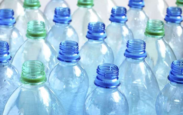 Пластиковые бутылки нельзя наполнять водой повторно
