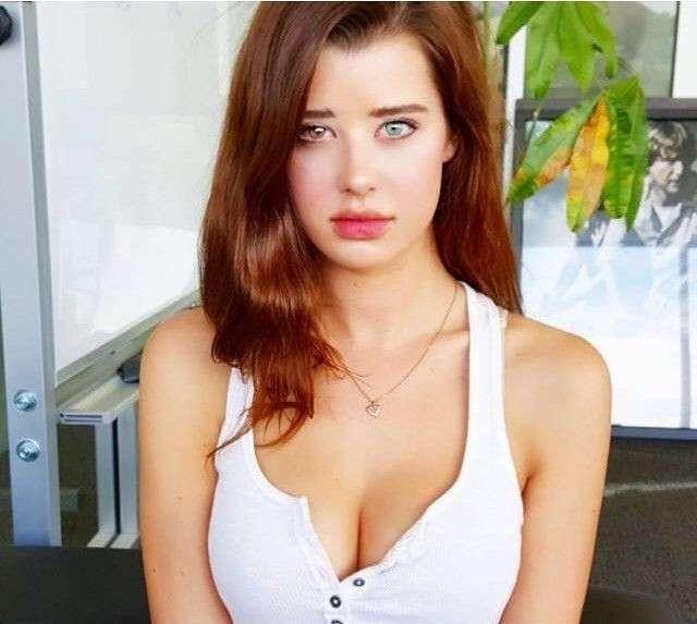 Сара МакДэниэл - модель с разноцветными глазами