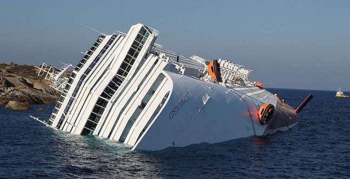 Фотограф пробрался на заброшенный круизный лайнер