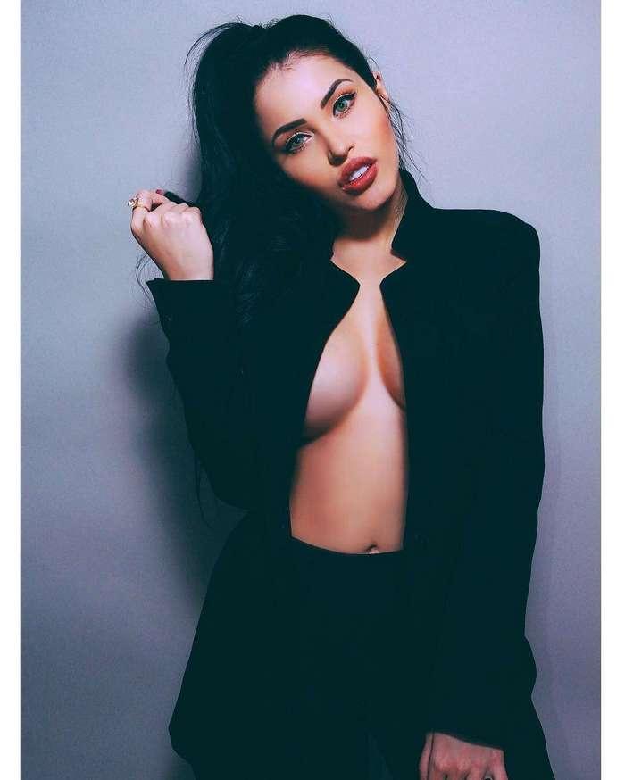 Сексапильная копия Меган Фокс, у которой скоро лопнет список подписчиков в Instagram