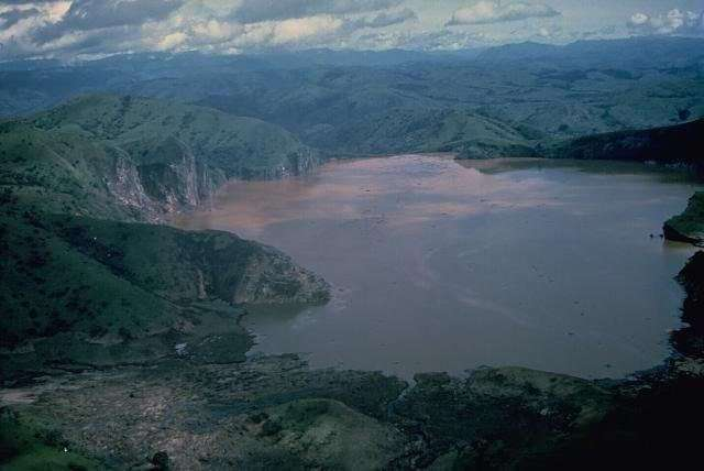 Странные озёра со всего света