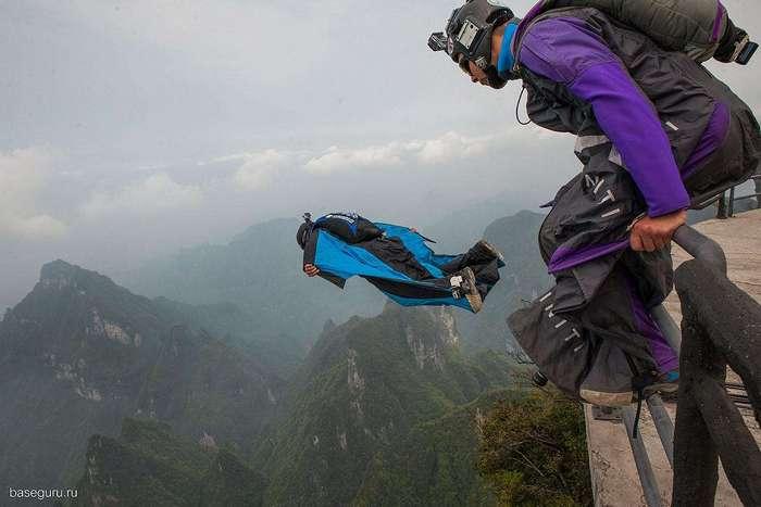 Во время экстремального прыжка во Французских Альпах погиб известный в России бейсджампер Ратмир Нагимьянов