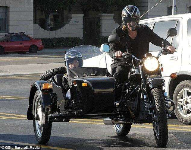 Новый мотоцикл Брэда Питта