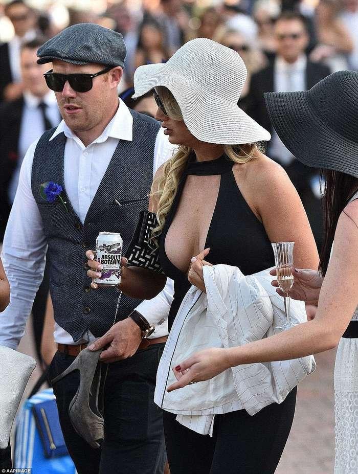 Скачки в Мельбурне: светская мода становится все откровеннее