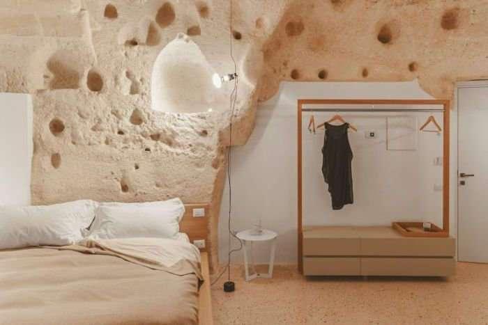 Необычный отель в Италии, высеченный в скале