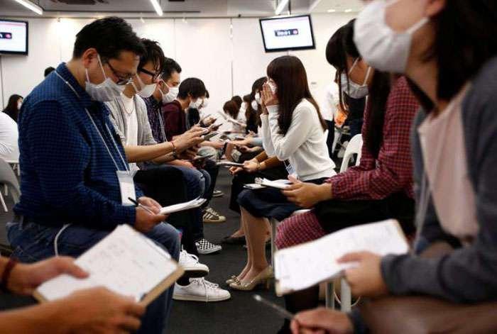 Свидания по-японски: чем меньше видно твое лицо, тем больше шансов на начало отношений