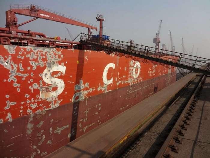 Как чистят и красят танкеры
