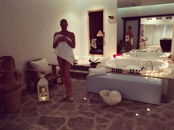 Анастасия Волочкова отдыхает на Крите