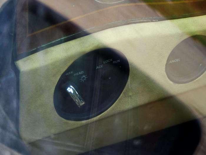 Rolls-Royce Silver Spur II в гаражном кооперативе