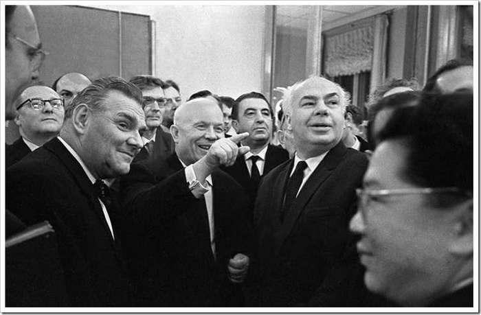Самые забавные фрагменты из скандального выступления Хрущёва в Манеже: