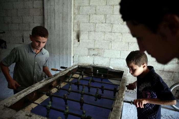 Детские развлечения в зоне боевых действий