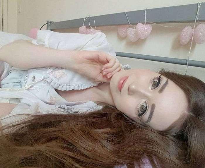 Ханна Грегори — британская Барби, отпугивающая парней своей кукольной внешностью