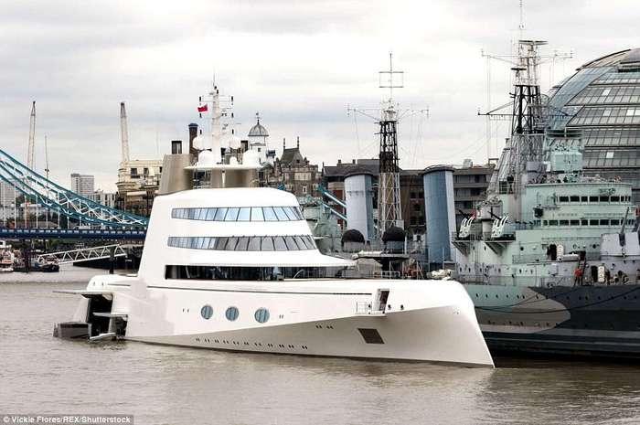 Роскошная яхта миллиардера Мельниченко за 300 миллионов долларов