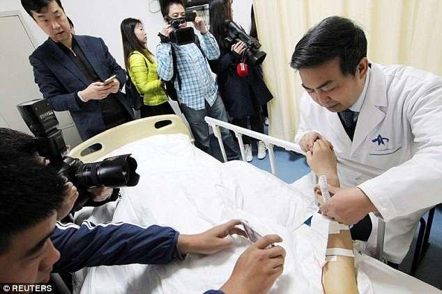 Китайский врач вырастил для пациента новое ухо