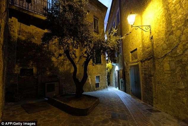 Жители итальянской деревни раскрывают секрет своего долголетия: любовь и свежие продукты