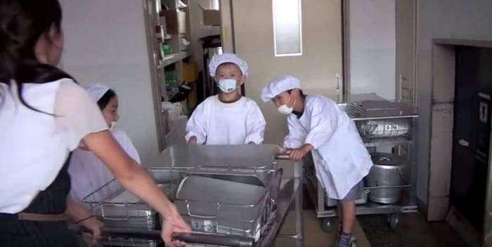 как обедают японские школьники