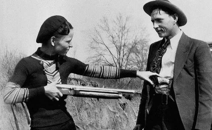 Бонни и Клайд: 13 малоизвестных фактов о самых романтизированных преступниках