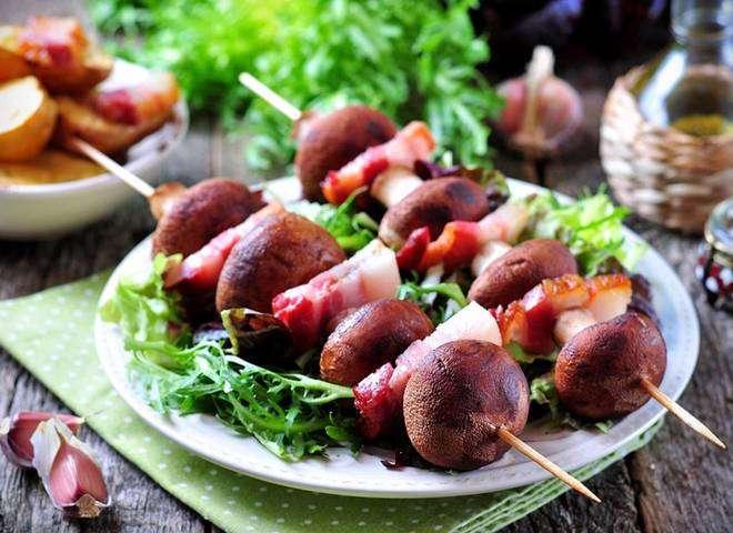 Шампиньоны на гриле: рецепт со шпиком и овощами