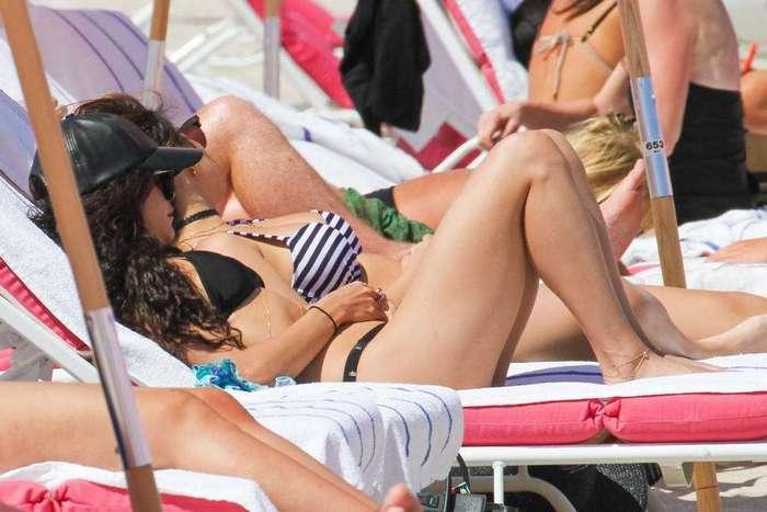 Ванесса и Стелла Хадженс на отдыхе в бикини