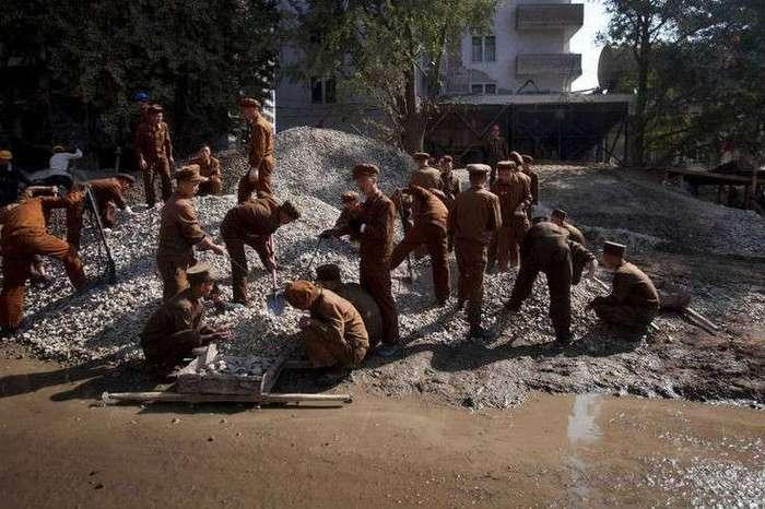 В паек северокорейских строителей включили метамфетамин!