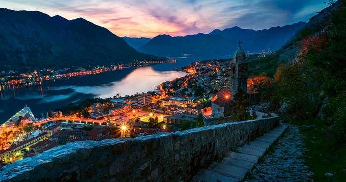 Чудесные города во время заката