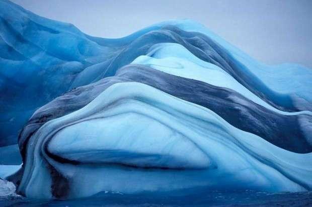 Айсберги бывают разные: прозрачные, в полоску и даже «мраморные»