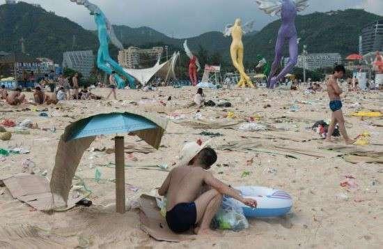 Вот так выглядит очень грязный пляж в Китае
