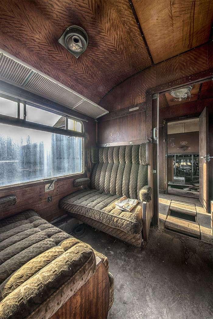Заброшенный Восточный экспресс, напоминающий о роскошных путешествиях прошлого