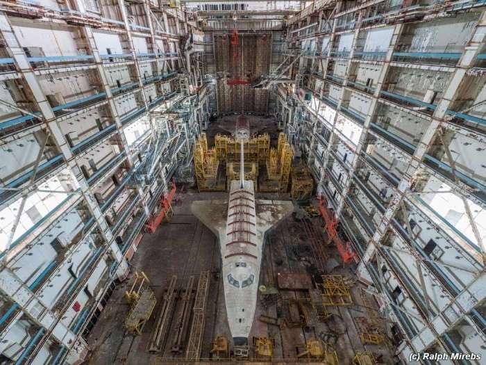 Заброшенные советские шаттлы на космодроме Байконур