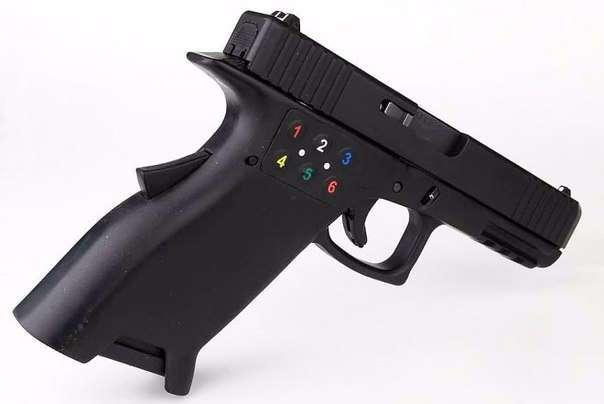 Пистолет с пин-кодом не причинит вреда, попав в чужие руки