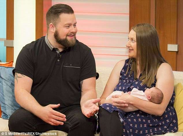 Девушка родила ребенка за 60 секунд прямо на пороге больницы