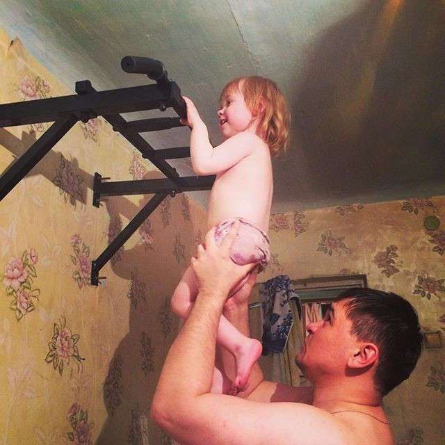 Когда батя берется за воспитание ребенка!