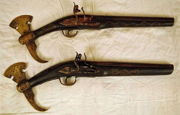 Необычные симбиозы оружия: топоры и ножи, которые умеют стрелять