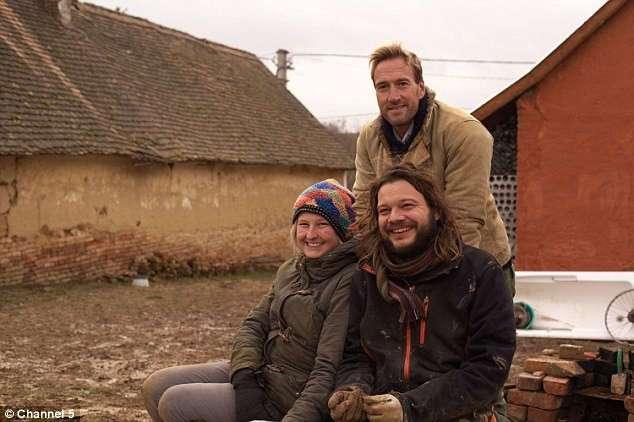 Британская пара переехала в венгерскую деревню и живёт на £6 в день