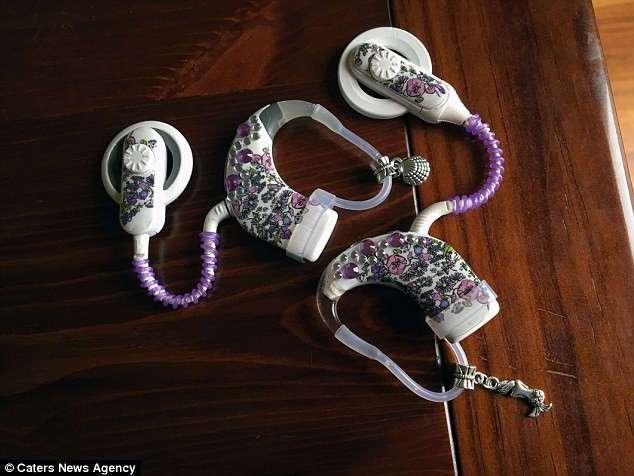 Пытаясь помочь дочери справиться с потерей слуха, мать построила бизнес международного масштаба