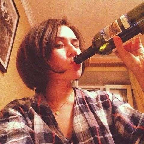 Женский алкоголизм: теория и последствия
