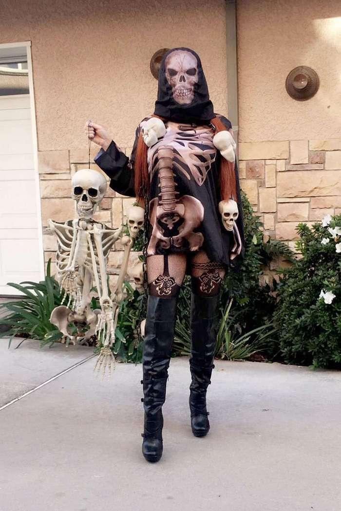 Фиби Прайс готовится к Хэллоуину