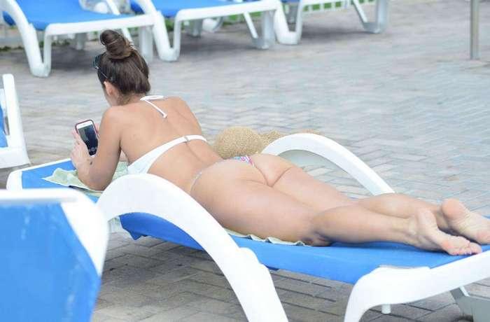 Анаис Занотти на отдыхе в бикини