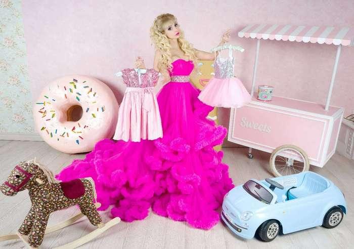 Живая кукла Барби из России не выходит из образа 24 часа в сутки