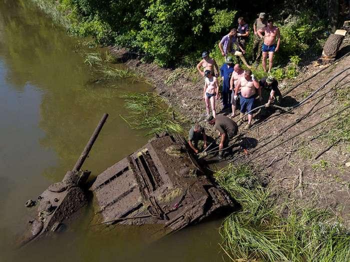 В Воронежской области подняли со дна Дона танк Т-34-76 Сталинградского тракторного завода