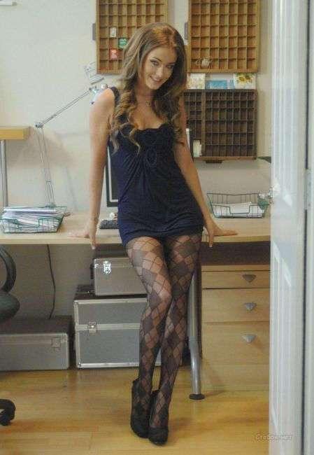 Женщины с длинными и соблазнительными ногами.