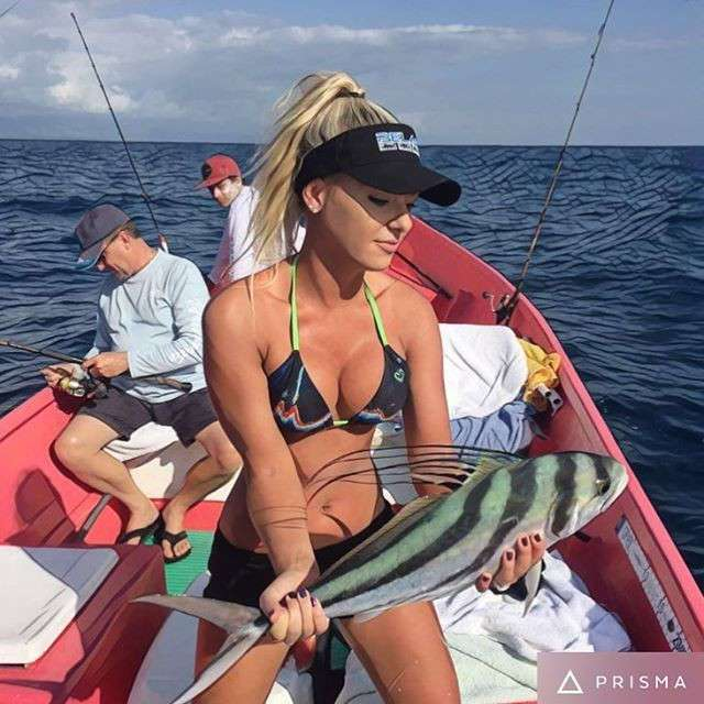 Мишель Клаватт — ошеломляющая блондинка, обожающая рыбную ловлю в бикини