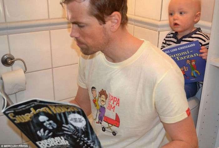 Молодой отец публикует фотографии годовалого сына за работой