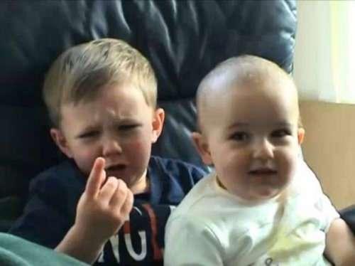 Забавные малыши, которым что-то не понравилось