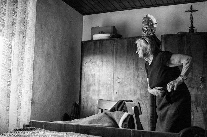 Внучка отсняла один день из жизни бабушки и поразилась ее энергии