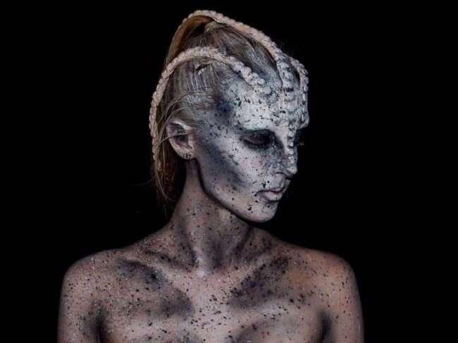 16-летняя Лара Вирф мастерски перевоплощается в монстров в помощью макияжа