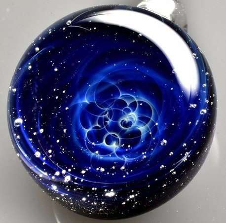 Вселенные в стекле: удивительные работы японского мастера Satoshi Tomizu