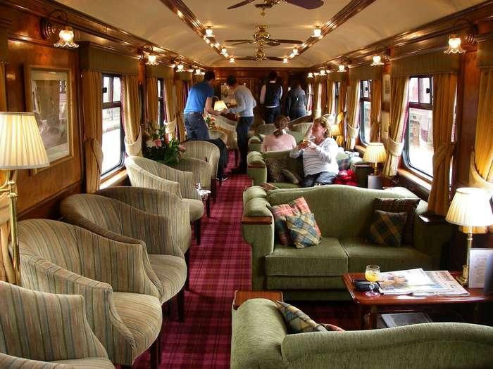 Самые роскошные поезда, за билетами на которые люди стоят в очереди месяцами